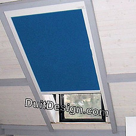 Shutter blind for roof window or dog sitting