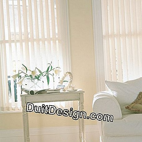 Vertical blind with fabric slats