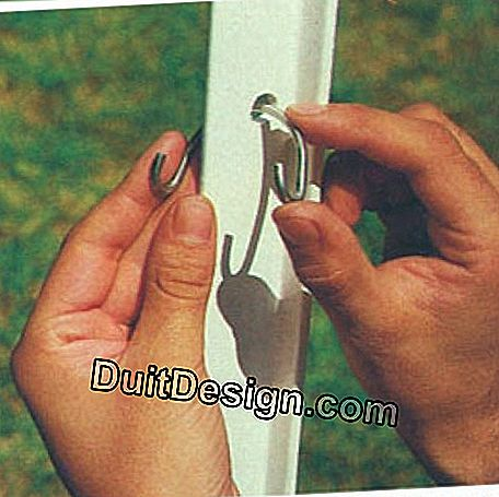 The mesh panels are fixed to the posts by means of special fasteners in the form of a clip.
