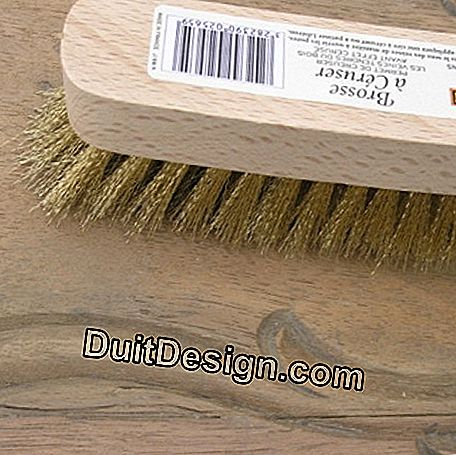 Brush the wood with a ceruse brush