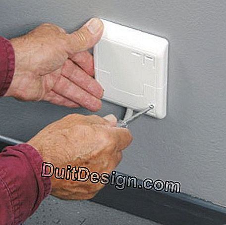 Closing the cable outlet cover