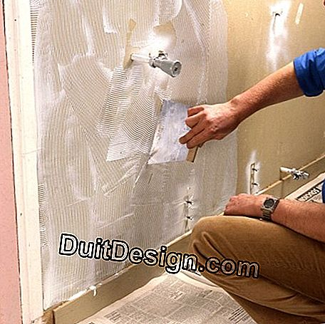 The wall is glued evenly to prevent peeling of coatings