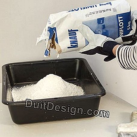 Sprinkle the plaster in cold water