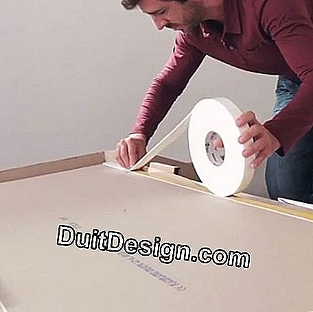 Unroll the tape around the edge and edge of the plate.