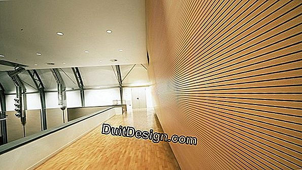 False ceiling in paneling with glass wool.