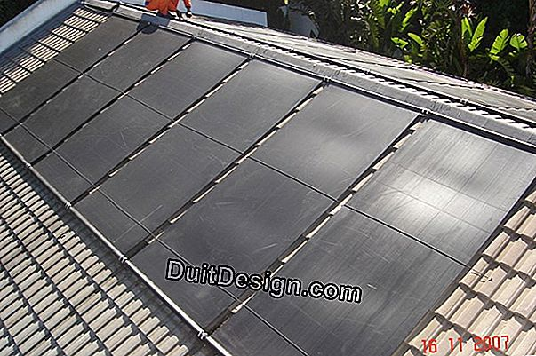 Heating a swimming pool by solar panels