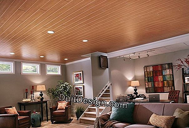 Lay PVC boards on a ceiling