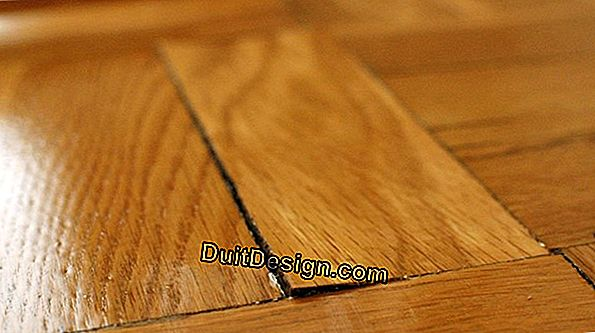 Repair a parquet board: remove the damaged area