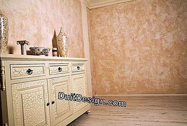Repaint a waxed plaster wall