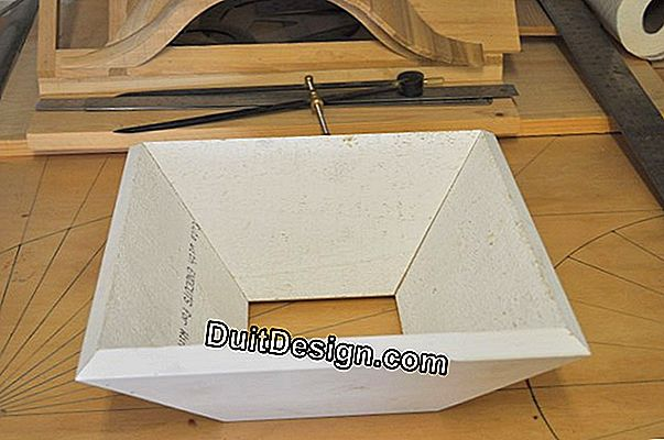 Hopper with miter float