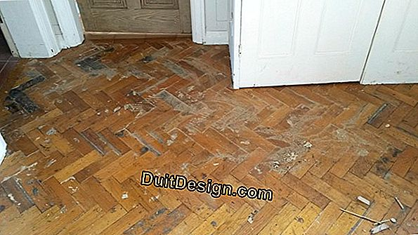 Glued laying of mosaic parquet on net