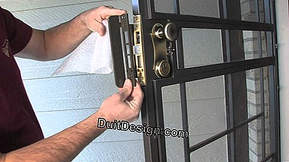 To change an entrance door in wood frame iron by a PVC door