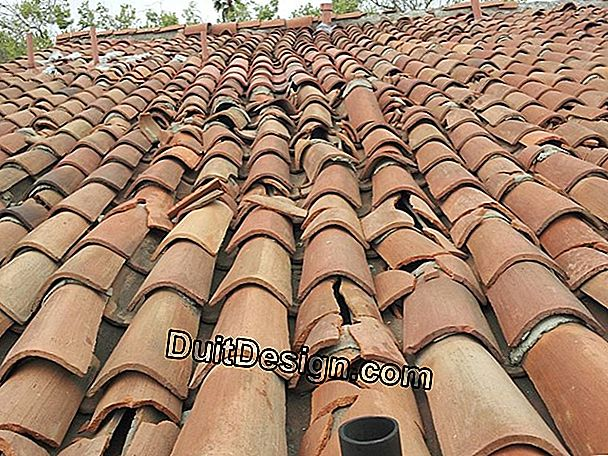 Clean a roof with mechanical tiles