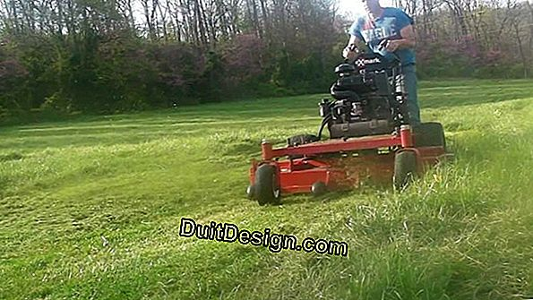 Machines for mowing lawns