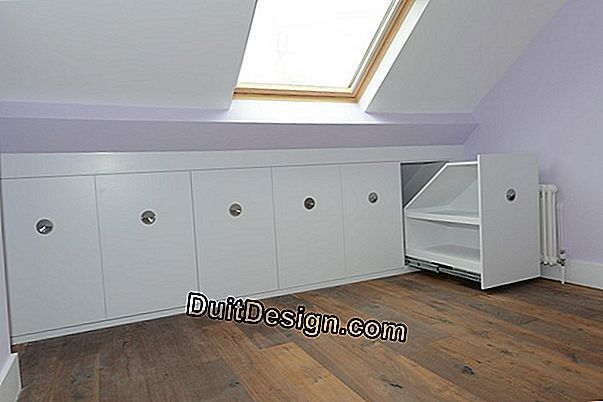 Make a closet under the eaves