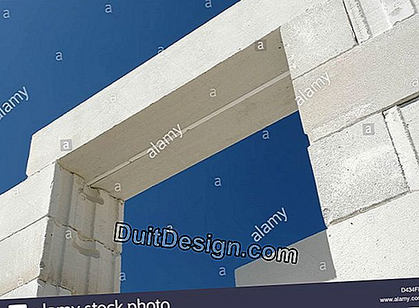 Concrete block: to install a prefabricated lintel