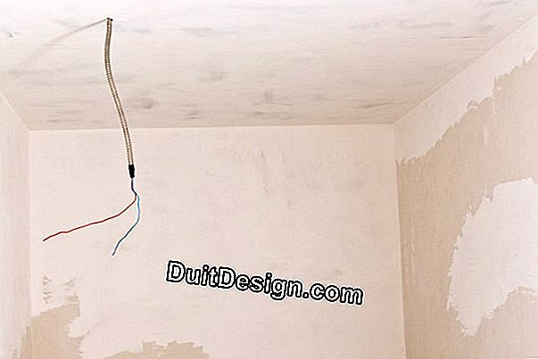 Preparation of surfaces to be painted: fill a crack on a drywall (placo)