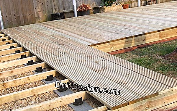 Wooden deck: laying slabs on plots