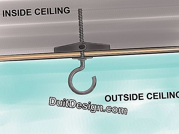 Hang a chandelier holder in a plaster ceiling