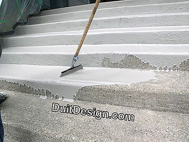 Pour a mortar screed on a concrete slab