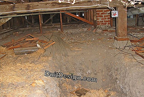 Insulate the floor of a house on a crawl space inaccessible