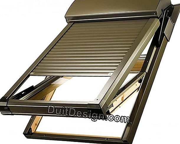 Install a solar roller shutter on a Velux roof window