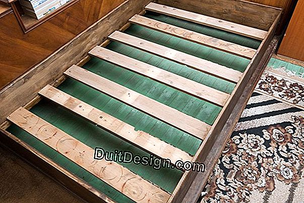 Make a wooden bed