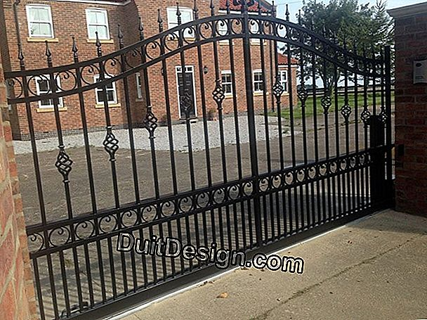 Manufacture a motorized sliding gate made of wood and metal