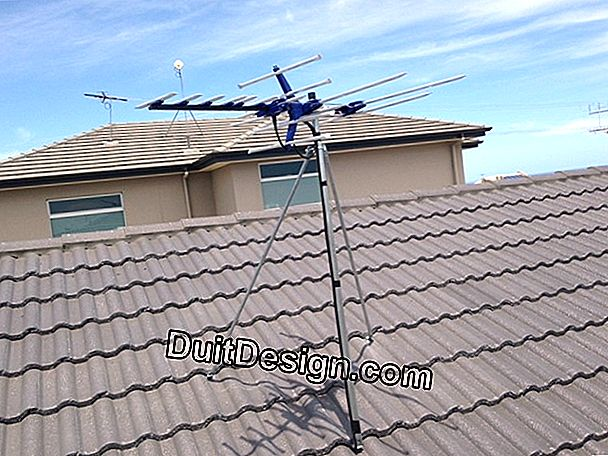 Install a TV antenna on a roof