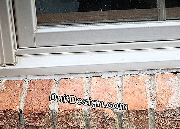 Caulking windows for better insulation