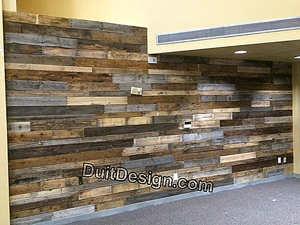 Make a border with reclaimed wood