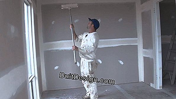 Painting a ceiling with a roll without overflowing