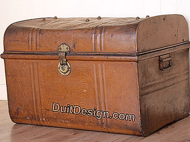 Renovate an old wooden and metal trunk