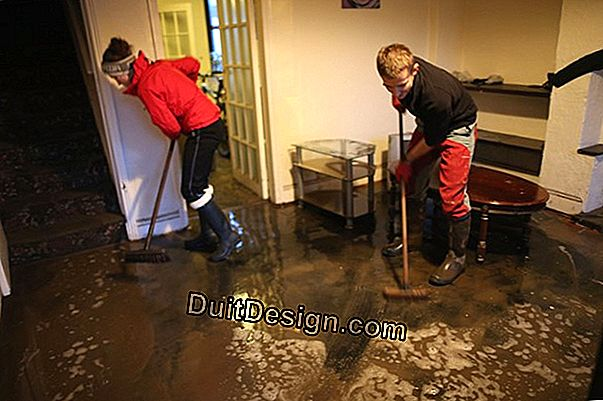 How to dry a house after a flood?