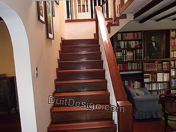 Make a wooden and metal service staircase