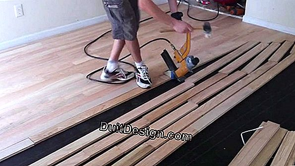 Glue solid parquet on a screed