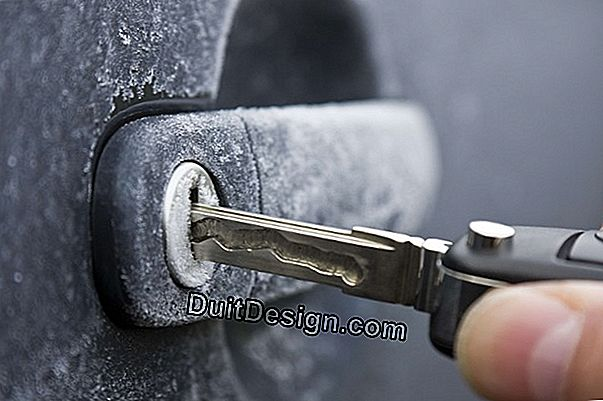 How to defrost a frozen lock: 4 practical tips