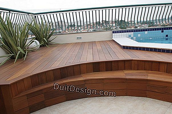 Um deck de concreto decorativo