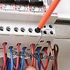 connect an electrical panel module to the circuit breaker