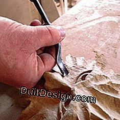 Joinery: an angled gouge to dig the wood