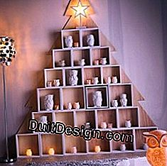 Make a Christmas tree with wooden cubes
