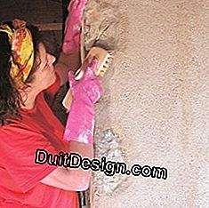 Treat the finish by brushing the stone / plaster joints