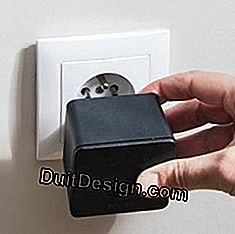 Connect the Wi-Fi bridge to a power outlet.
