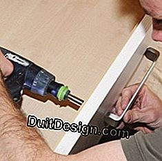 Fixing the handles of the drawers of the dressing room