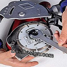 Disassemble the disc from a grooving machine