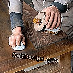 stain the wood in restoration