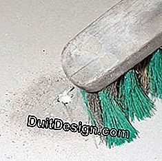Dust with a brush around the hole