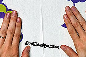 Wallpaper: apply a non-woven: apply