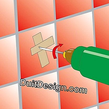 Two pieces of adhesive tape placed in a cross will prevent the wick from slipping on the tile at the priming of the hole.