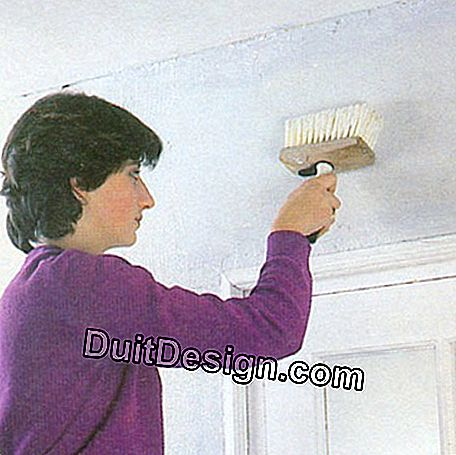 Spread the glue on the wall with a soft brush